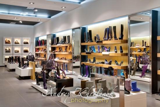 Интерьер магазина обуви. © Андрей Хроленок