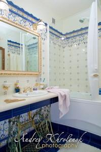 Интерьер ванной комнаты в стиле «Прованс». © Андрей Хроленок