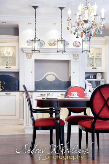 Вид на кухню через столовую. © Андрей Хроленок