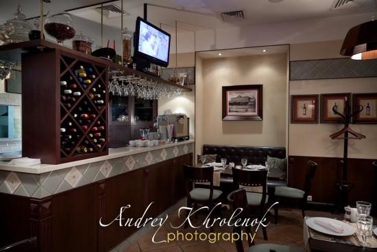 Зал ресторана с камерным освещением © Фотограф Андрей Хроленок