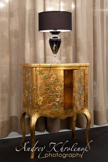 Золотой шкафчик Patina. Фотосъёмка мебели для каталога © Андрей Хроленок
