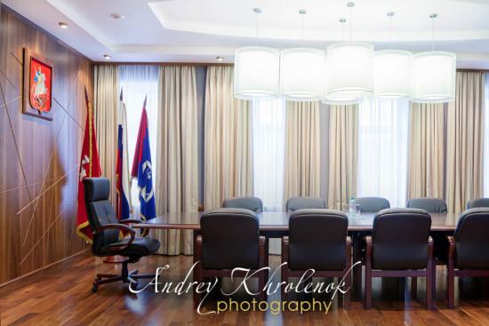 Стол совещаний в кабинете директора госучереждения. © Фотограф Андрей Хроленок