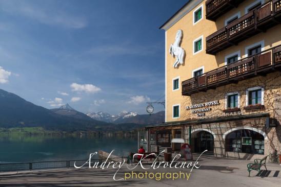 Вид на горы и озеро от отеля «Белая лошадь». © Фотограф Андрей Хроленок