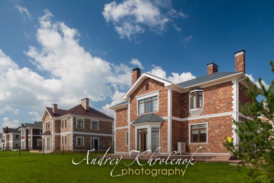 Линия домов в английском стиле. © Andrey Khrolenok