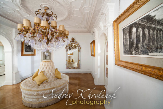 Парадный холл в элитном коттедже. © Фотограф Андрей Хроленок