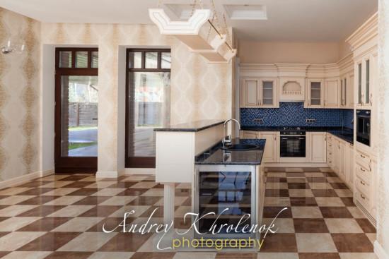 Кухня-столовая в коттедже. © Фотограф Андрей Хроленок