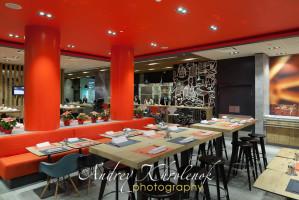 Зал ресторана отеля Ибис Бахрушина. © Photographer Andrey Khrolenok