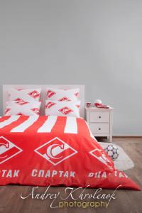 Фирменное постельное бельё футбольного клуба. © Photographer Andrey Khrolenok