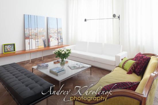 Гостиная в квартире а-ля франсе. Фотограф: Андрей Хроленок