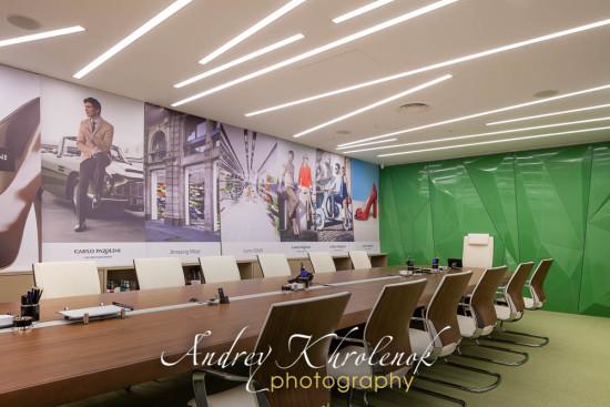 Зал для совещаний в офисе фирмы «Carlo Pazolini». © Фотограф Андрей Хроленок